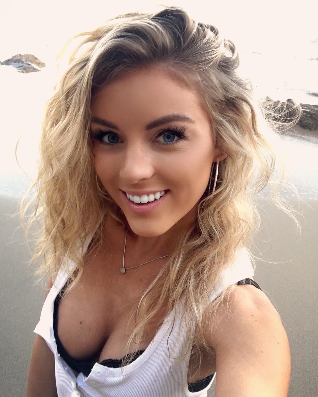 Angelique Cooper Caught Nude (3 pics 1 gif)